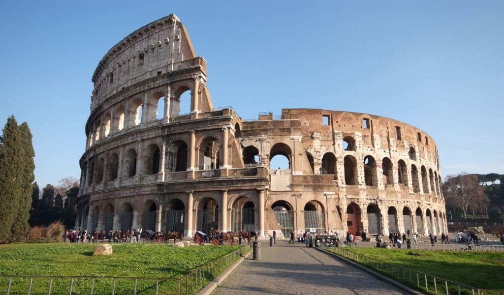 rome hotels close to colosseum