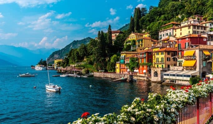 lake como - weather in italy in october