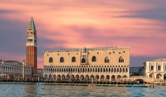 when is the best time to travel to italy