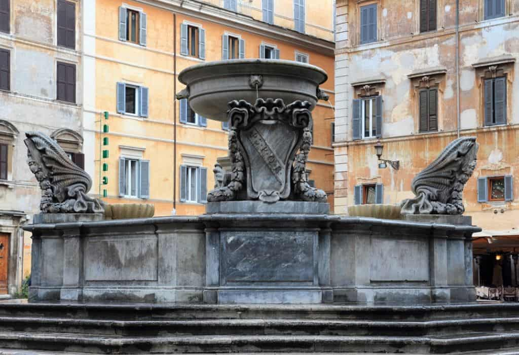 Fontana di Piazza Santa Maria in Trastevere Rome